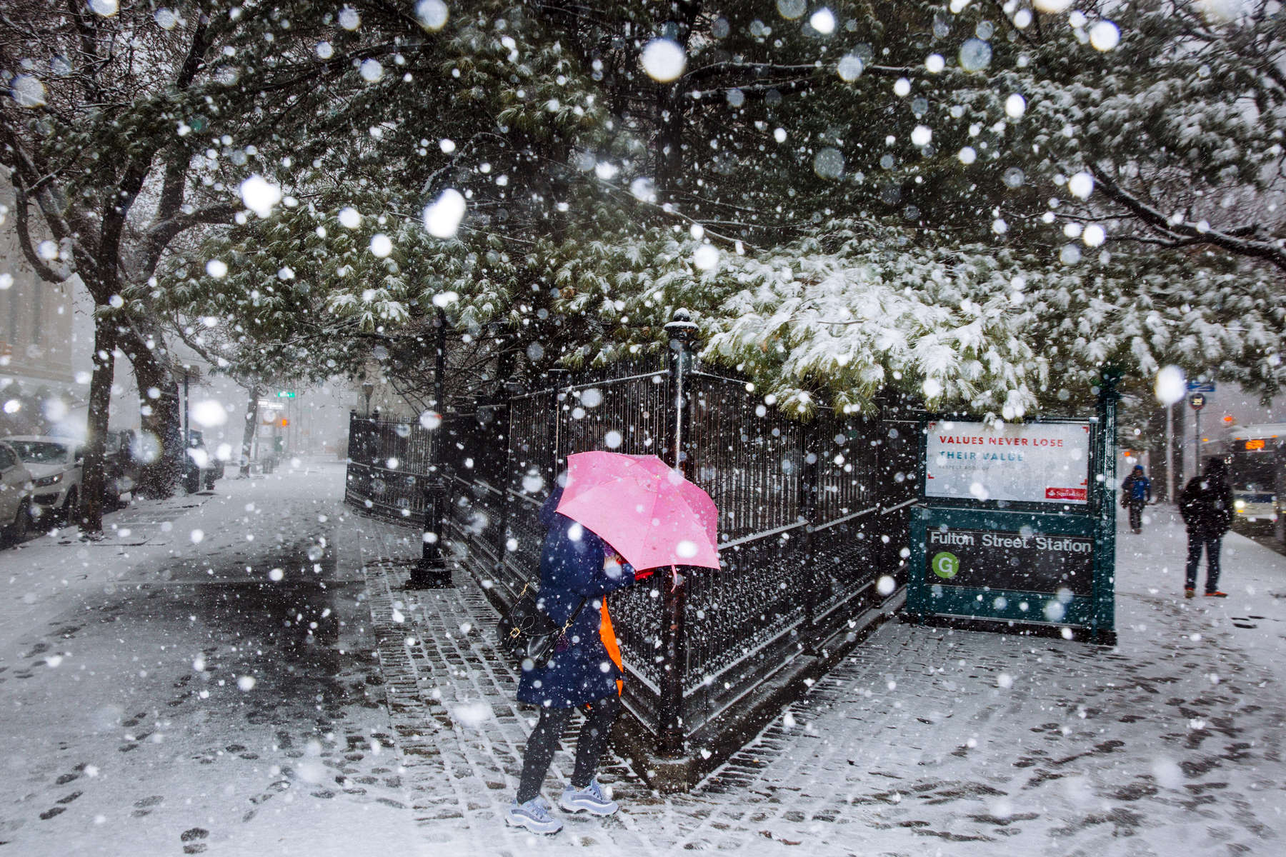 Brooklyn, NY - March 21, 2018: The first snowfall of spring began early in the morning commute in Brooklyn, NY. Heavy snowfall is expected throughout the day.  CREDIT: Kevin Hagen for The New York Times