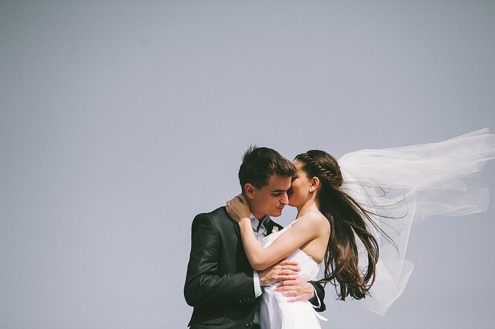 daw-bride-groom-blue-romantik-sky-kiss-photographer-netherlands-adrian-hancu_21