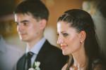 daw-fotograf-mariee-souriante-eglise-a-cote-de-l-epoux-photographe_de_mariage-adrian-hancu_75