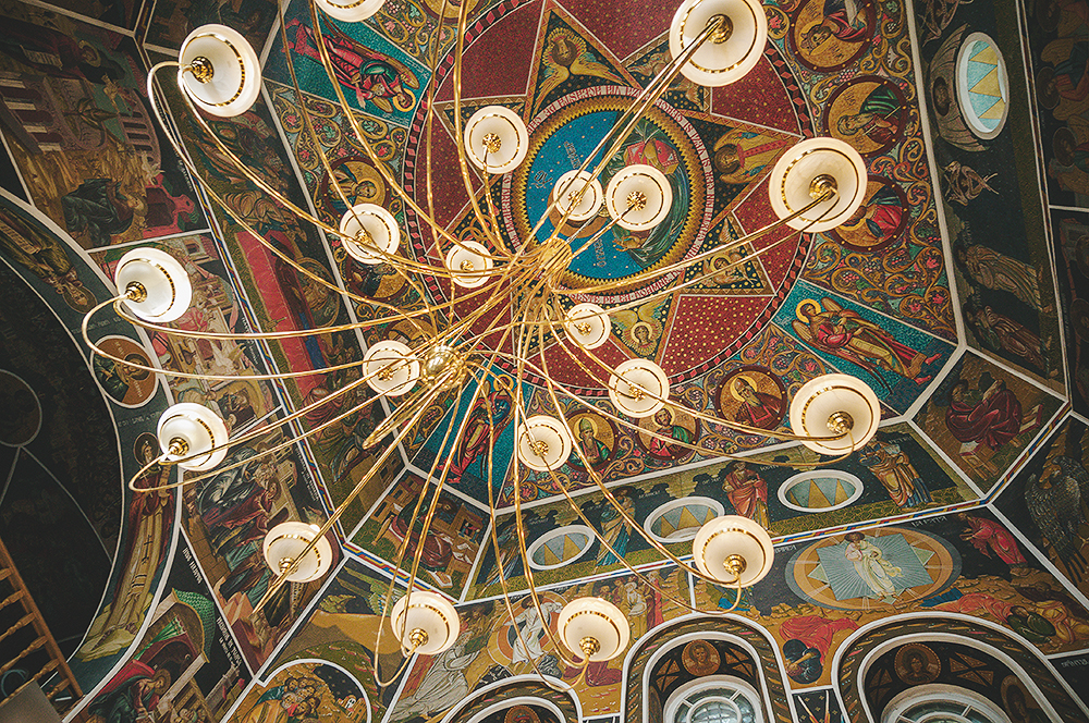 iow-orthodox-church-ceiling-during-wedding-photography-nunta-adrian-hancu-09