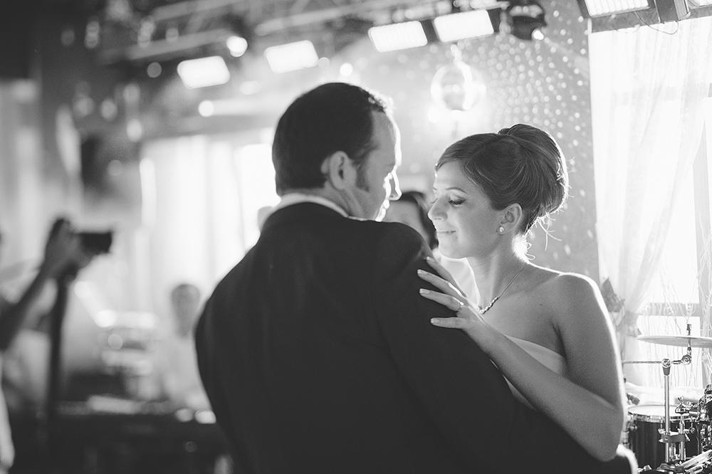 is-photographe-de-Mariage-fotograf-Danmark-forste-bryllup-dans-agwpja-adrian-hancu_44