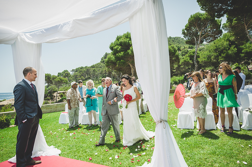 mallorca-bride-walking-down-aisle-father--wedding-guests-watching-adrian-hancu-luxury-wedding-photoartelier