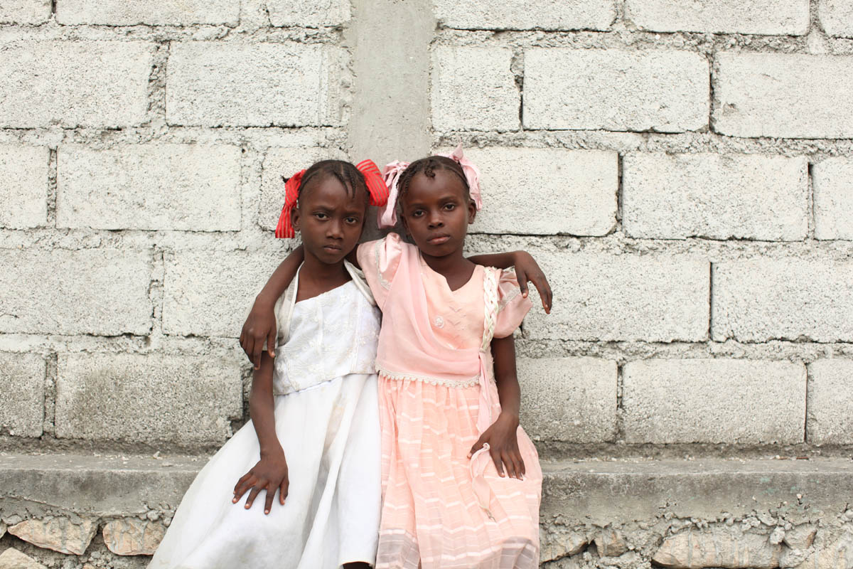 01-25-10  Port Au Prince, Haiti - Deskl: FOR - Slug: - ORPHANS  -  The Morin sisters: Lovely, eight, and Mariefleur, seven. . - Ozier Muhammad/The New York Times