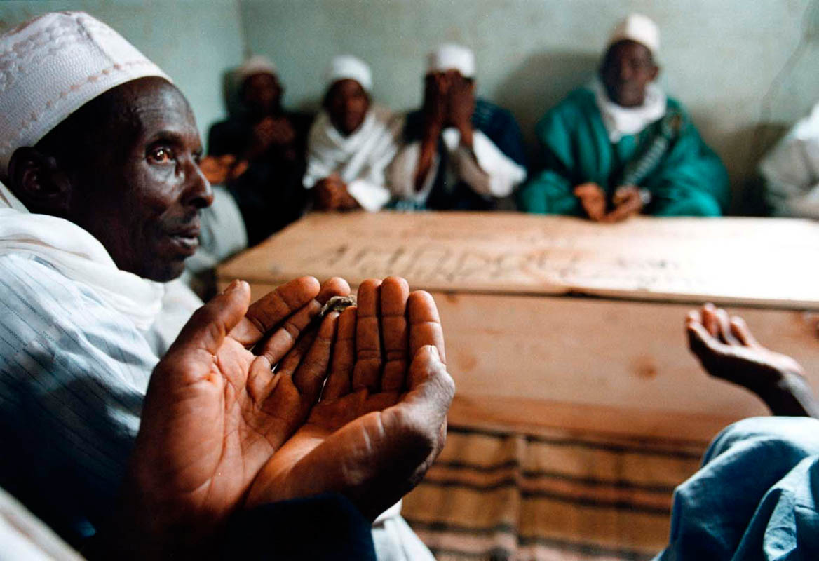 02-14-1999 - Amadou Diallo, who was killed on February 4th 1999 in Bronx, NY when 4 undercover police officers opened fire on Mr.Diallo when he reached for his wallet. Guineans pray over his remains inside this coffin at mosque in the central area of Conakry. He was 23 years old when he was killed.