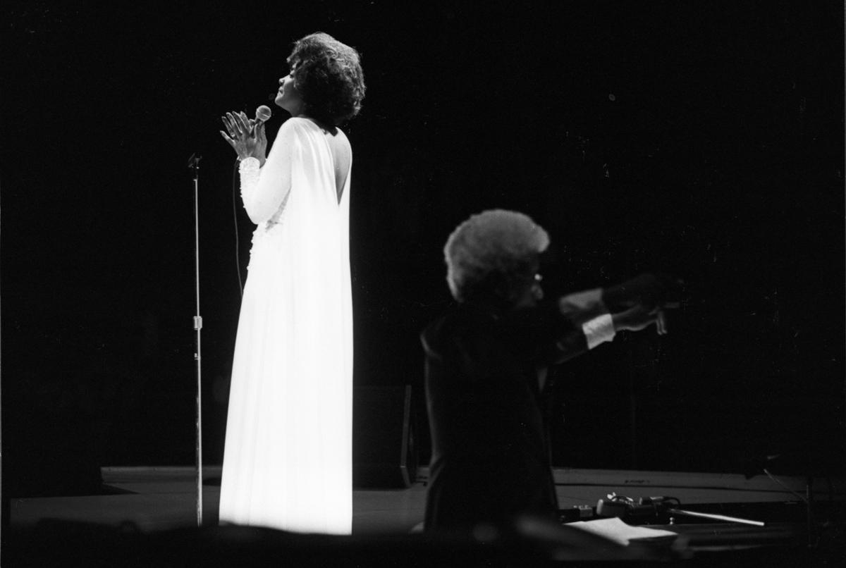 Chicago,Il. 1975  Nancy Wilson in concert.