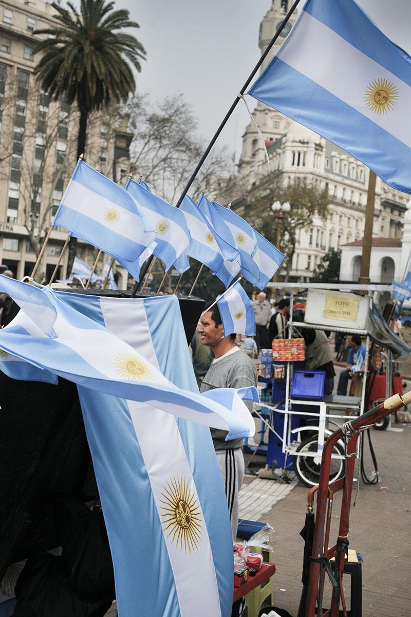Flag sellers on Plaza de Mayo in September 2007