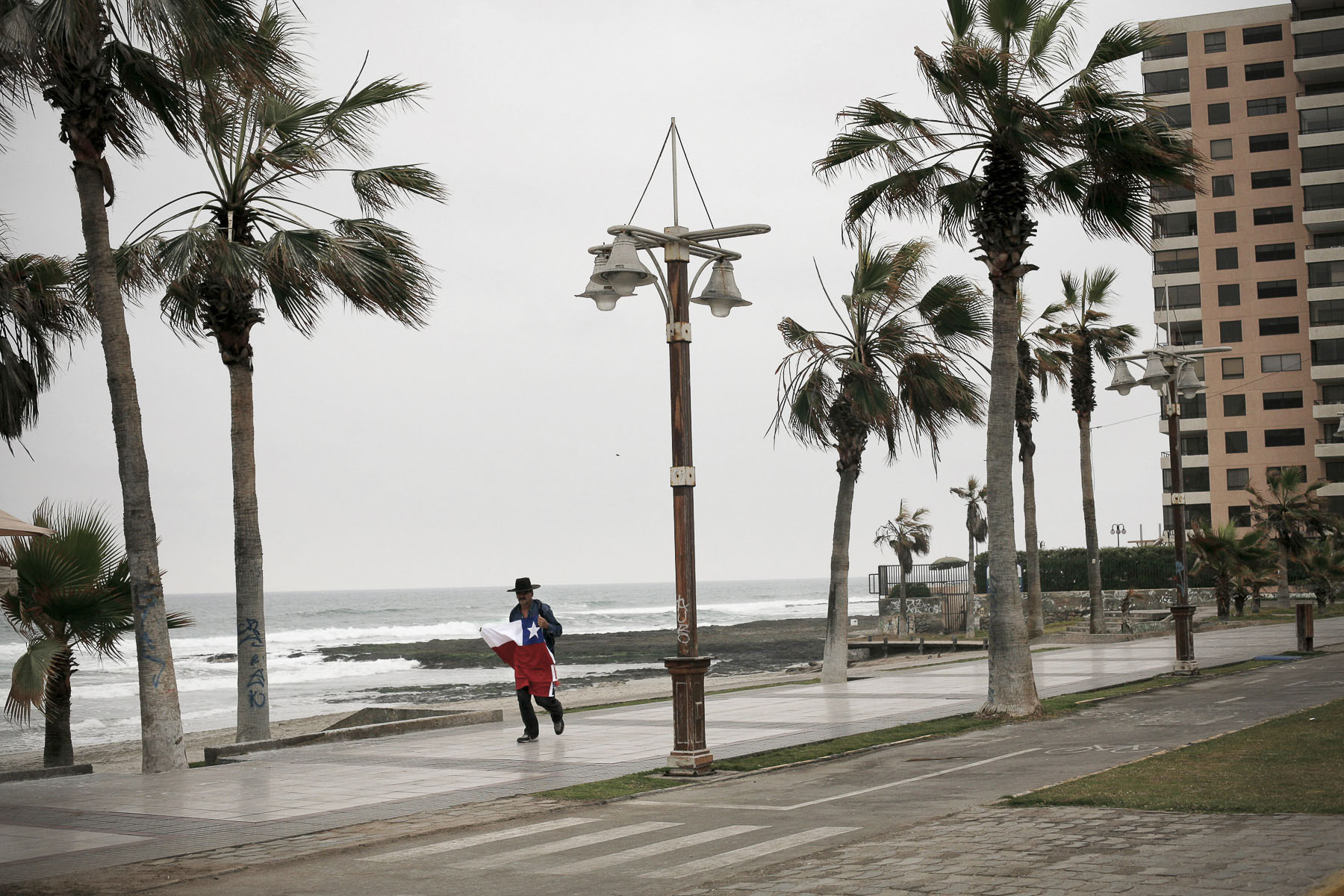 Next to the Pacific ocean a flag seller, on National Day in September 2007