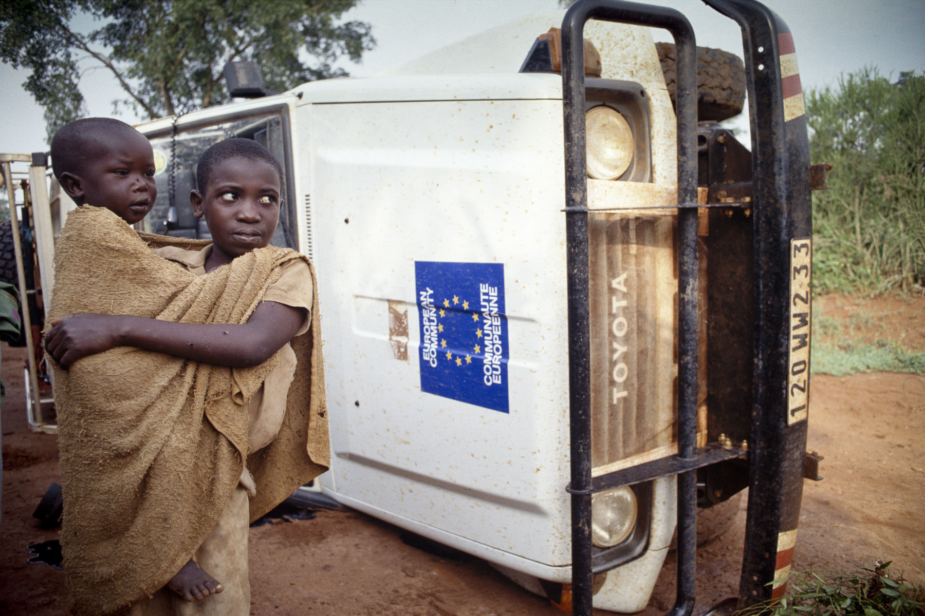 A «Doctors Without Borders»'s car overturned after an accident in February 1994