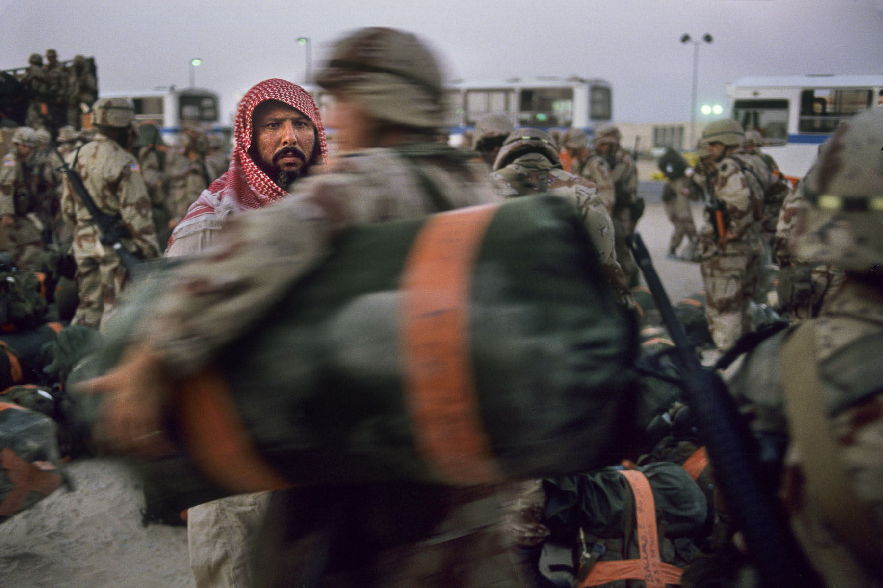 A Saudi Arabia citizen at the arrival of the US Air Force troops in August 1990