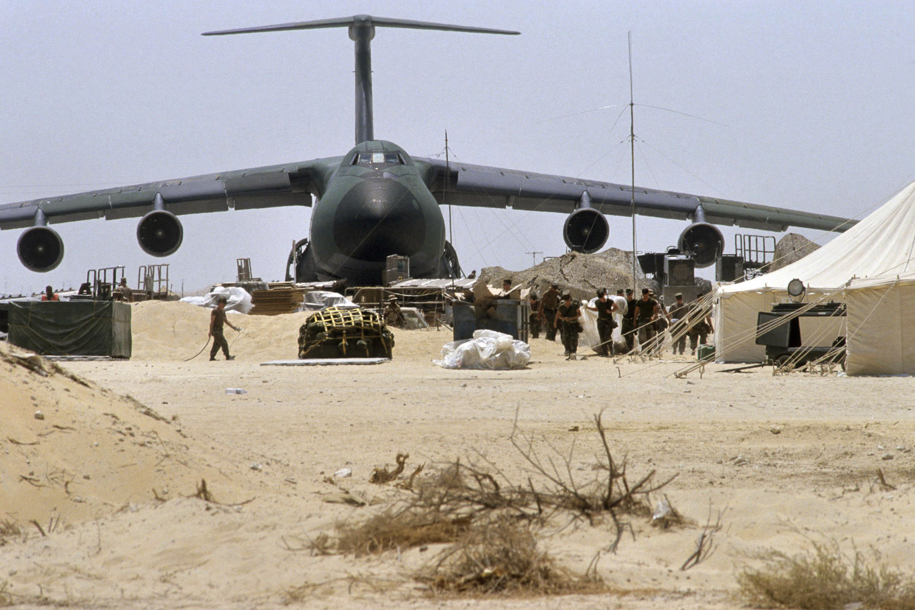 A C5 Galaxy cargo plane stationed on Dhahran Air Force Base in August 1990