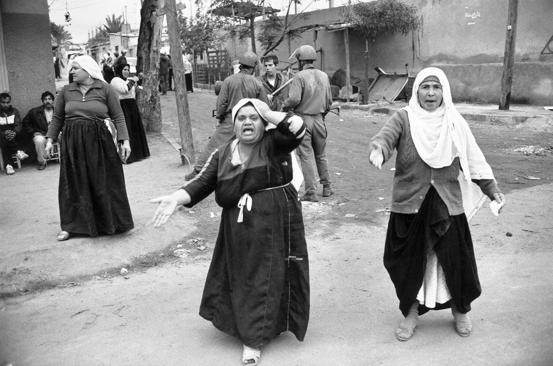 Palestinian women and Israelian soldiers in Jabalya refugee camp in December 1987