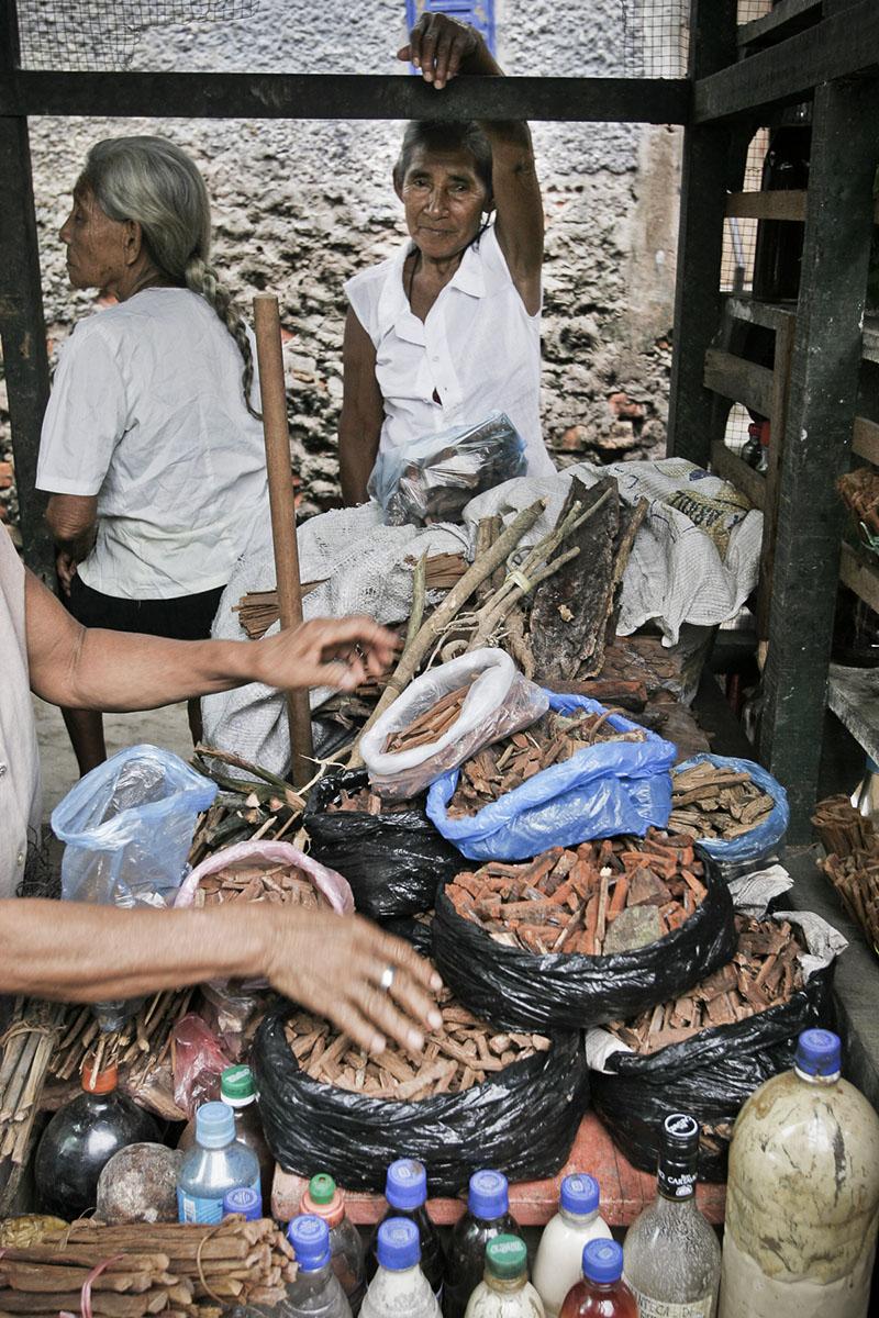 Traditional medicine market on April 2005