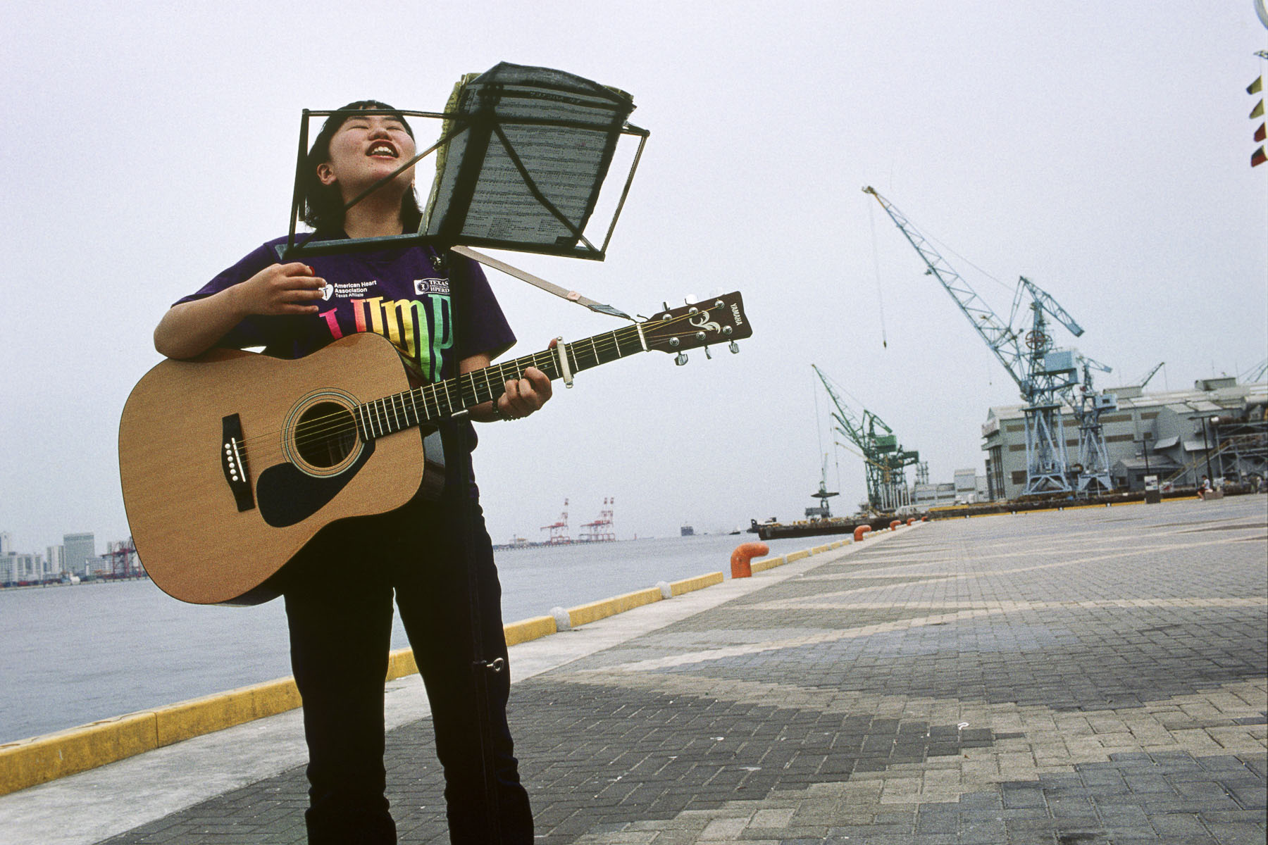 Young singer in the Kobe harbour in May 1999