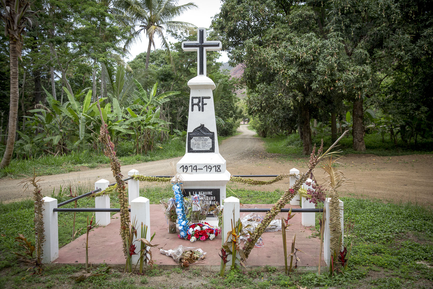 The monument to the war dead of 1914-1918 on tribal lands in Poya, November 2017