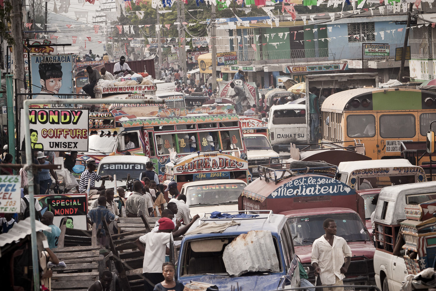 Carrefour area, traffic on the road to the South in November 2003