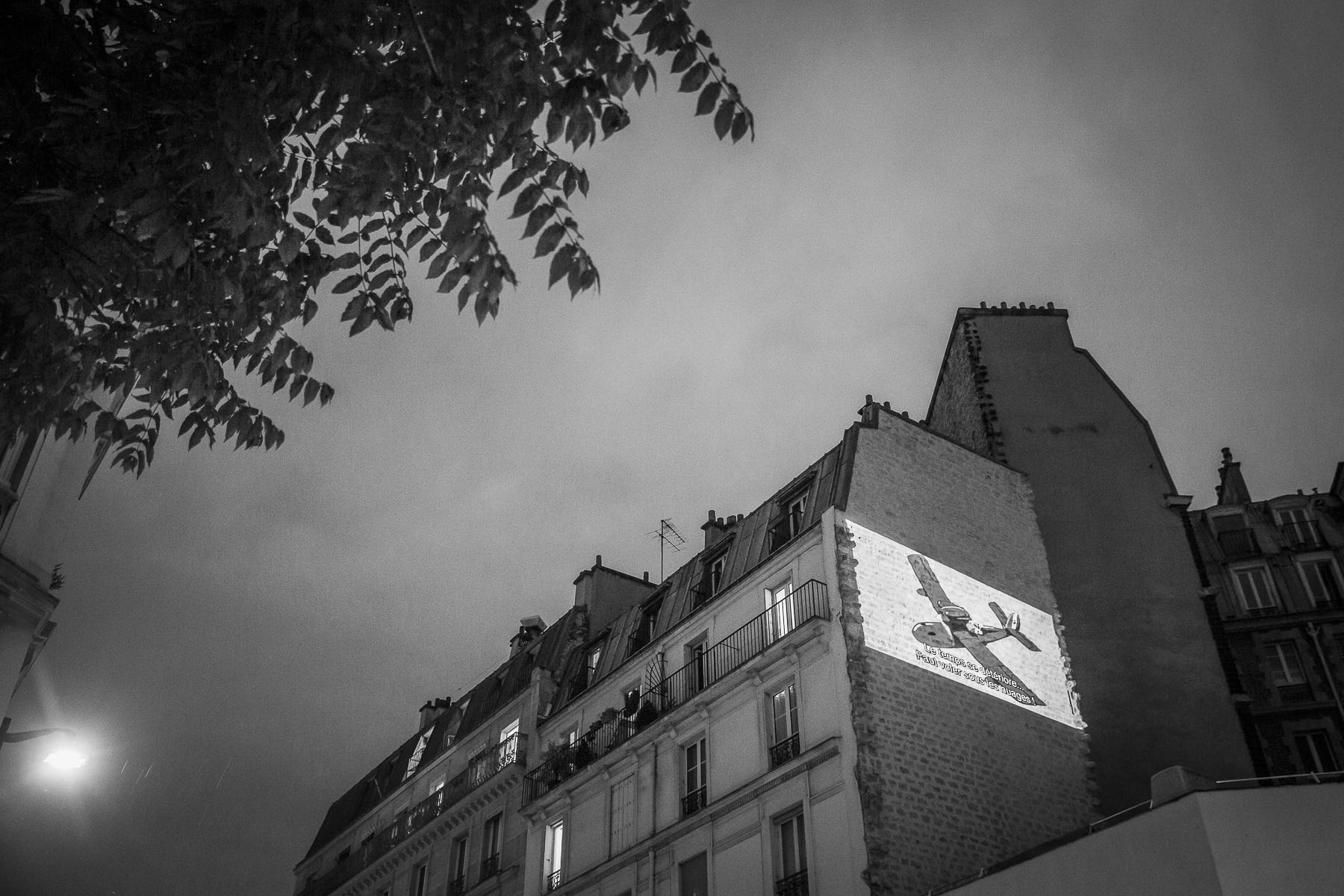 The association illegally occupying the La Clef {quote}art et essai{quote} moovie theater to prevent its disappearance projects a Friday night film on the wall overlooking the building. Rue Daubenton. May 2020