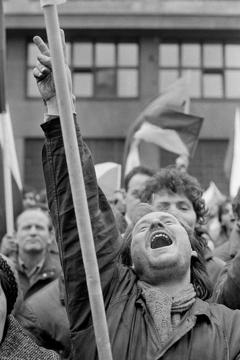 Workers in a spare parts factory join the general strike of 27th November 1989