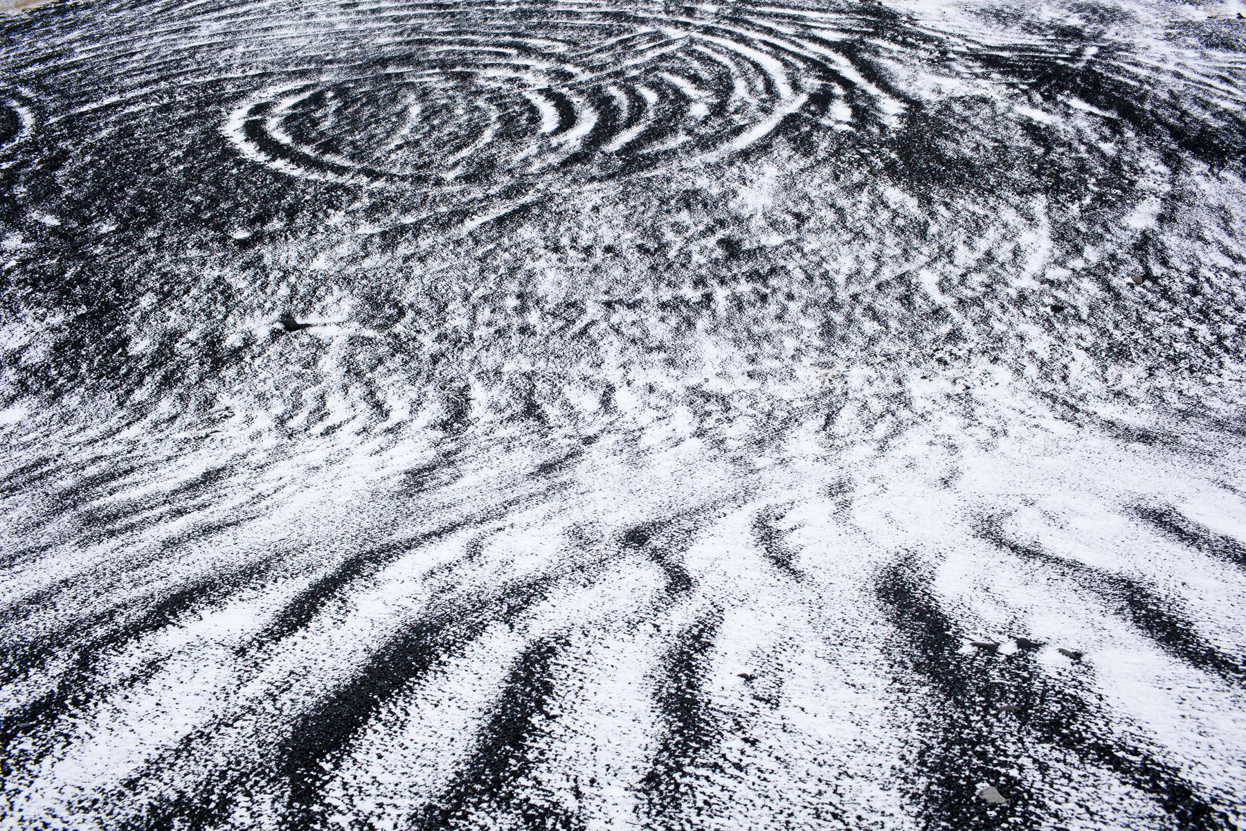 Artistic photo of intriate snow patterns.