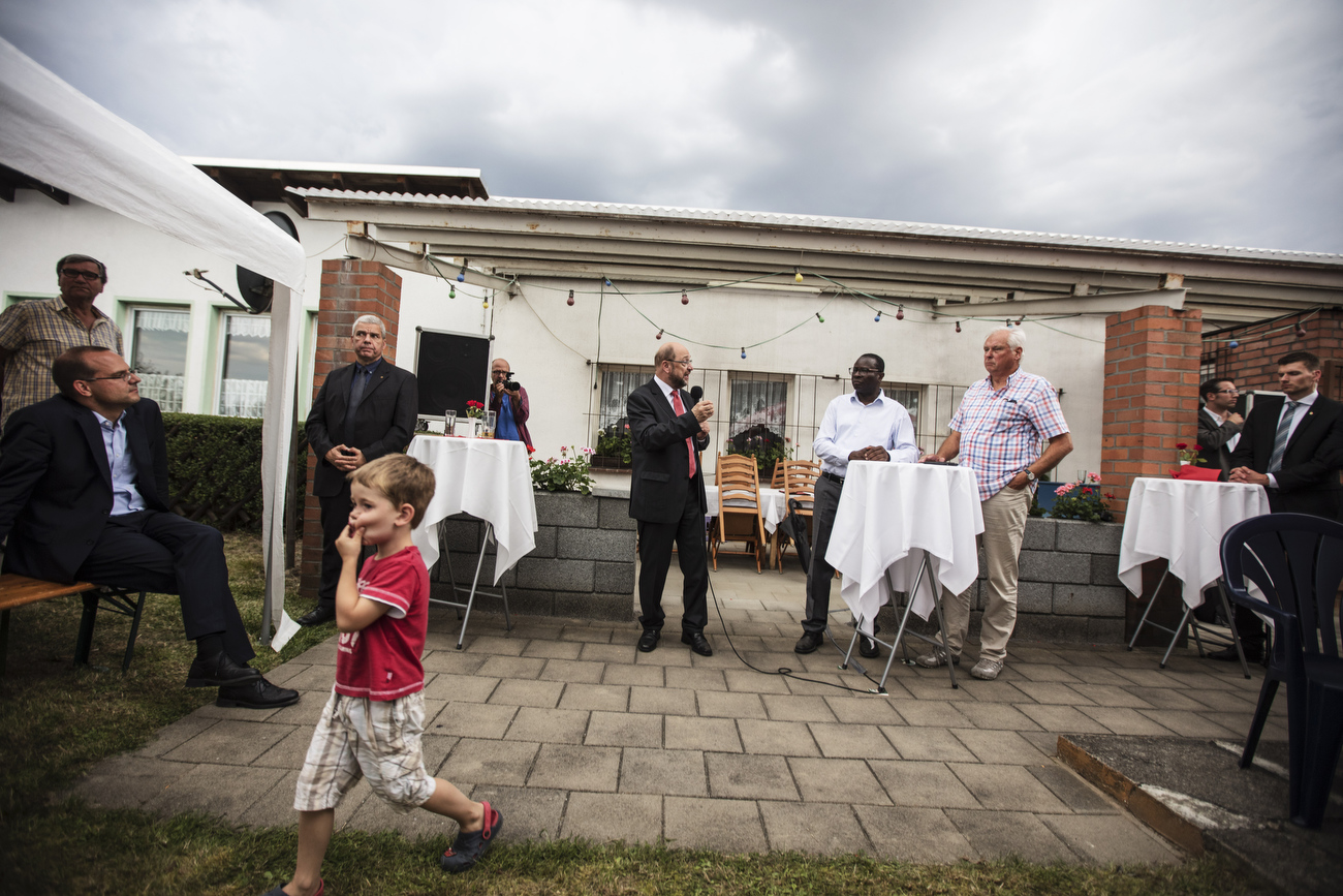 "August 08, 2017 - Landsberg, Germany: SPD party candidate for chancellor Martin Schulz (C) visits  at ""Am Pfarrberg e.V."" allotment with member of the Bundestag Karamba Diaby (C right) and answers questions of the local voters and comunity  regarding his refugee and other policies plans. (Hermann Bredehorst / Der Spiegel / Polaris)"