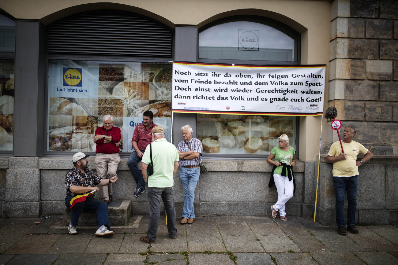 "July 18, 2016 - Germany, Dresden:  Supporters of the PEGIDA movement (Patriotic Europeans Against the Islamisation of the Occident) attend a rally in Dresden. Placard quotes a poem by German author  Theodor Körner:""Noch sitzt ihr da oben, ihr feigen Gestalten. Vom Feinde bezahlt, dem Volke zum Spott. Doch einst wird wieder Gerechtigkeit walten, dann richtet das Volk. Dann gnade Euch Gott!""  Translation of the poem  is at the end a death threat to the governing politicians."