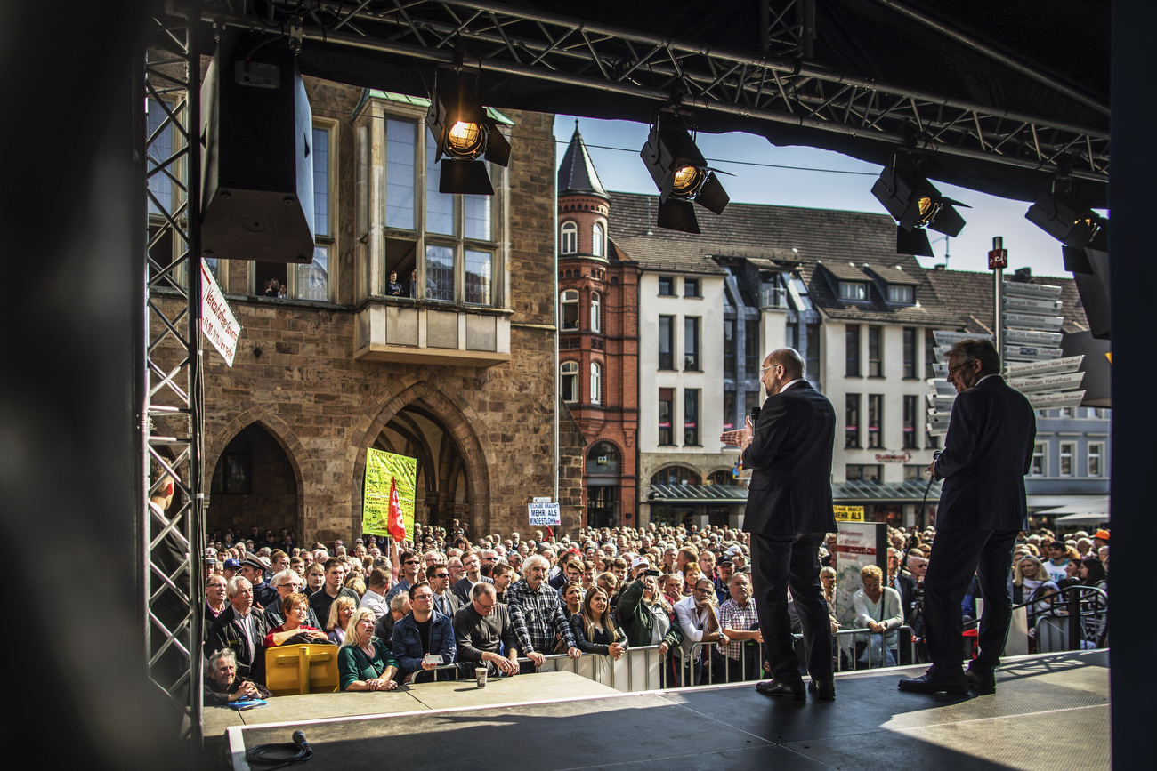 September 21, 2017 - Minden, Germany:    Social Democrats Party (SPD) leader and candidate for Chancellor Martin Schulz greets fans and speaks to supporters  at an election campaign rally of the SPD in the Western town of Minden, during the final days before Germans head to the polls. (Hermann Bredehorst / Der Spiegel / Polaris)