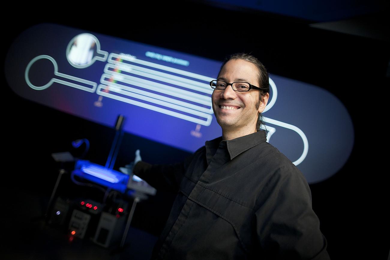 Paul Vanous,, US-American biomedia artist