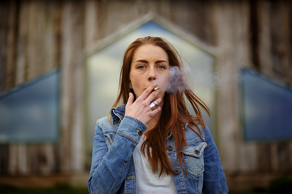 Smoking_GirlFinal_1024