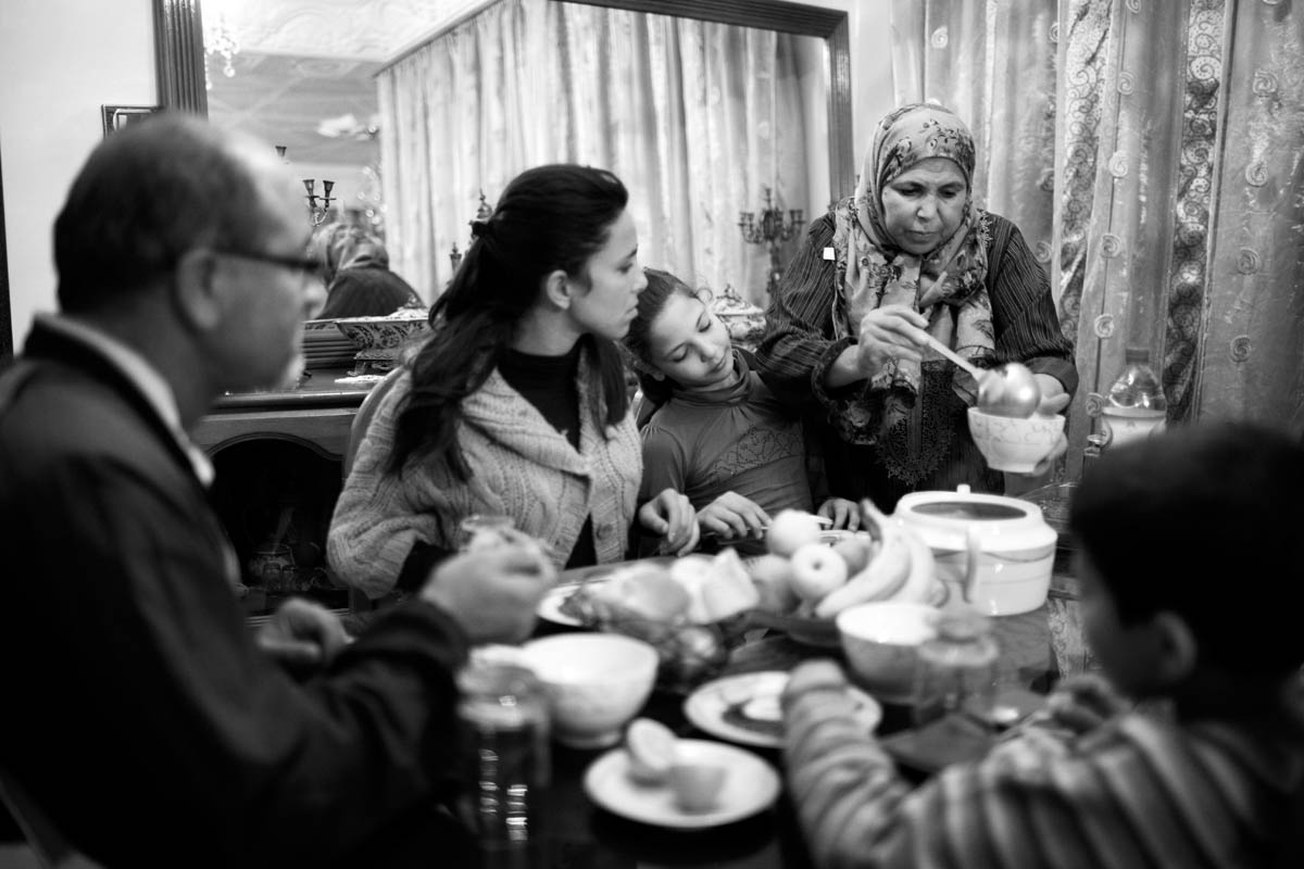 A loving husband, three daughters and one son… The family gathers for dinner every day