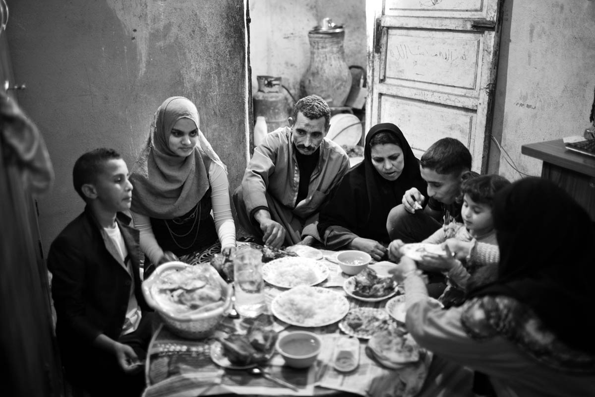 Its the first time Somaia visits her family after her first 2 weeks at university, they prepared a meal for all the family to gather as they miss their daughter in simple houses, people are used to eat on a ground table while sitting on the floor