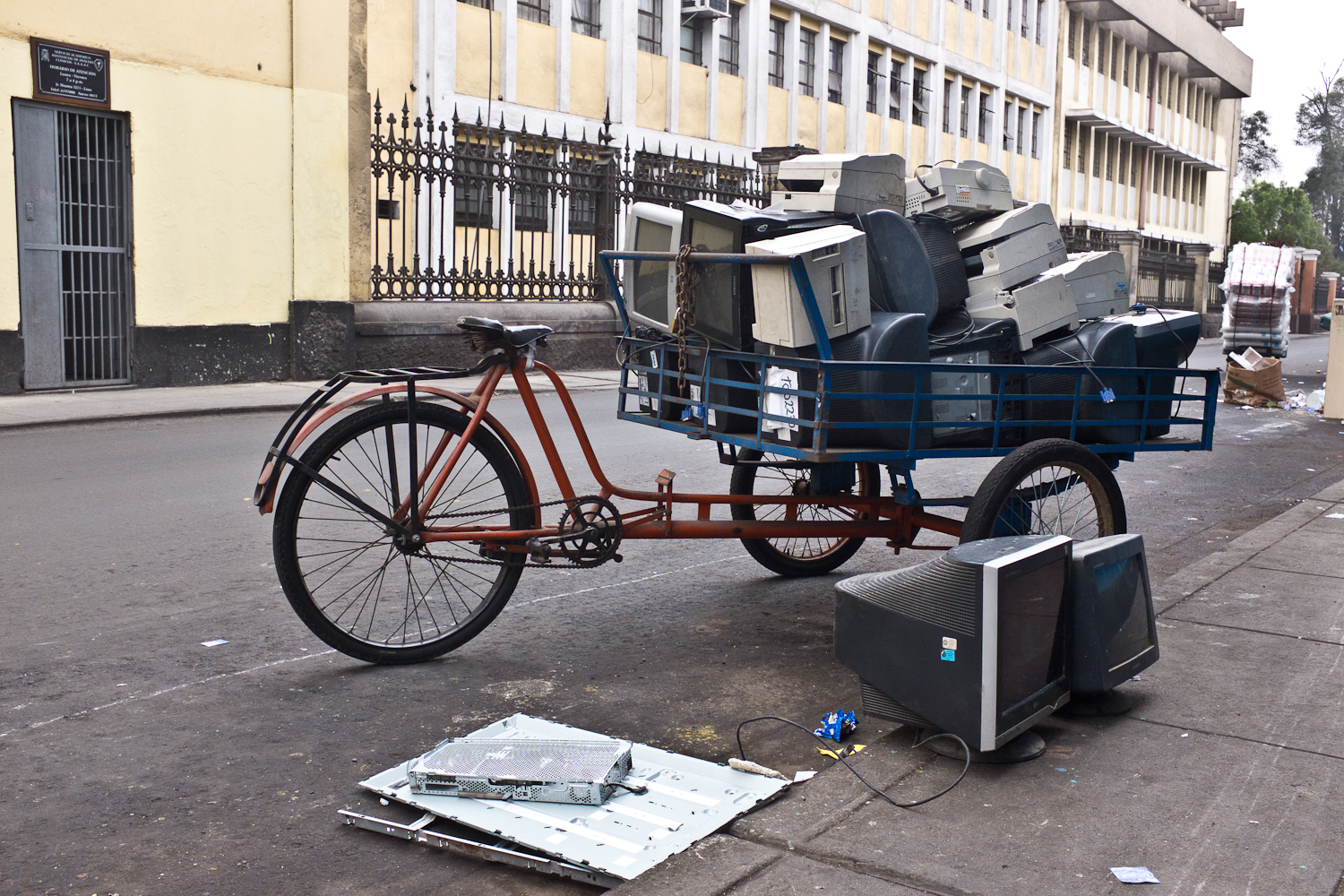 A typical collection vehicle used by 'cachineros' to informally collect electronics, or their parts, for refurbishment and resale.