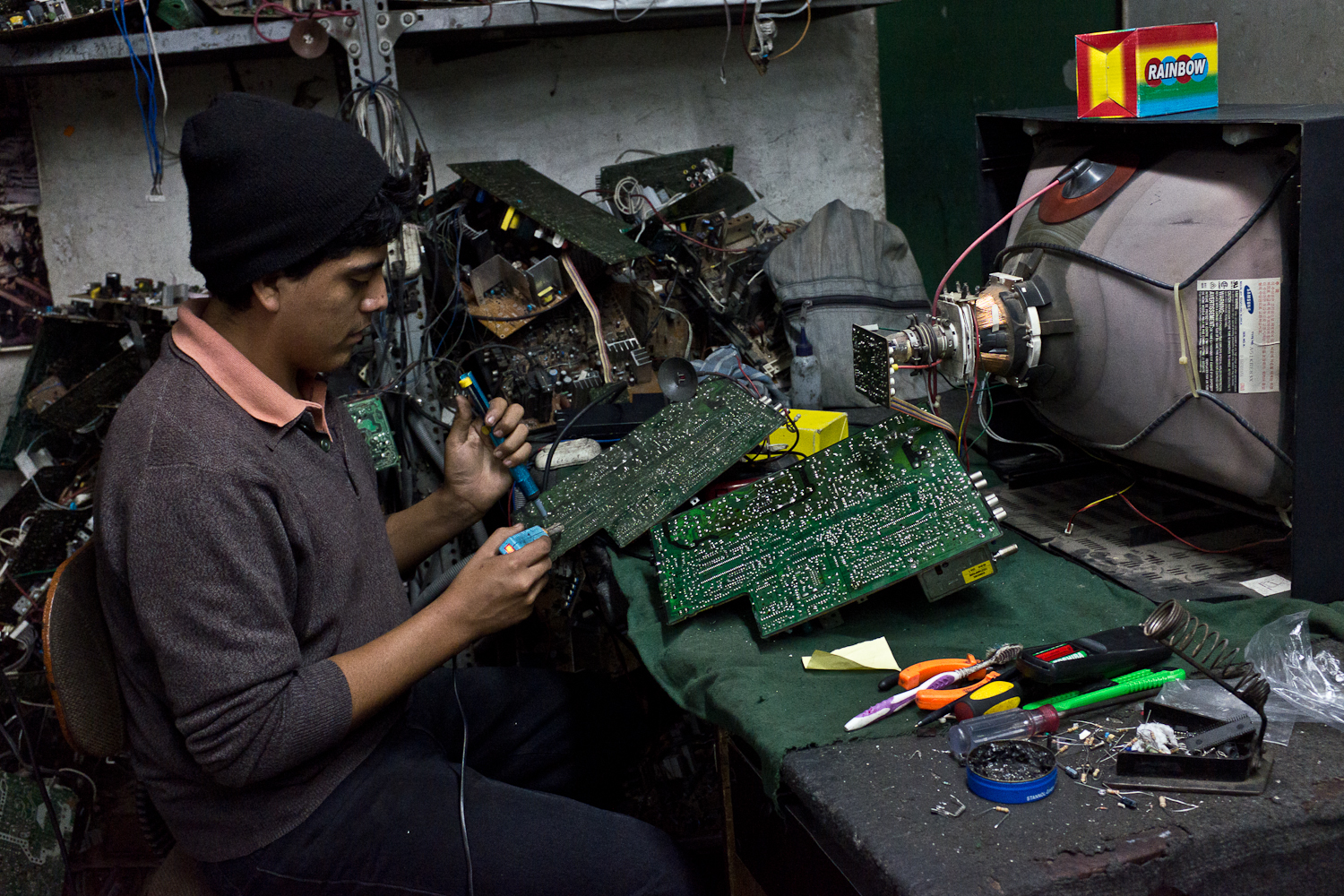 A repairman fixes a TV. Cathode ray tube (CRT) televisions disappeared from American store shelves nearly a decade ago. And yet, in the backstreets of Lima, a market for used CRT TVs thrives.
