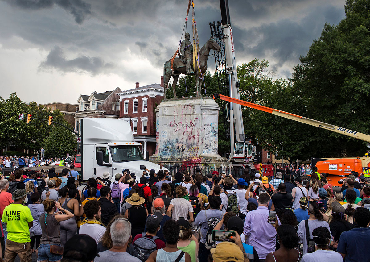 The crowd gather to witness the removal of the Stonewall Jackson statue.