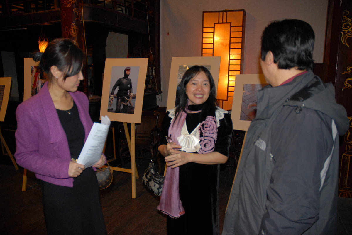 Middle: Ton Thi Thu Nguyet, co-author of Vietnam Moment.