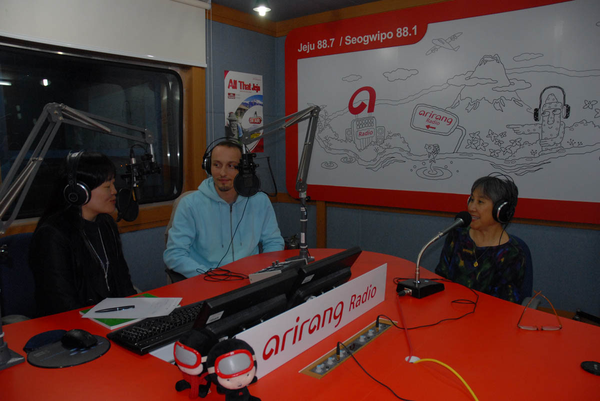 Arirang radio DJ and broadcaster Jenie Hahn interviews Italian journalist Alessandro Ursic, and Moon Tides author about their impressions of Jeju culture and the haenyeo.