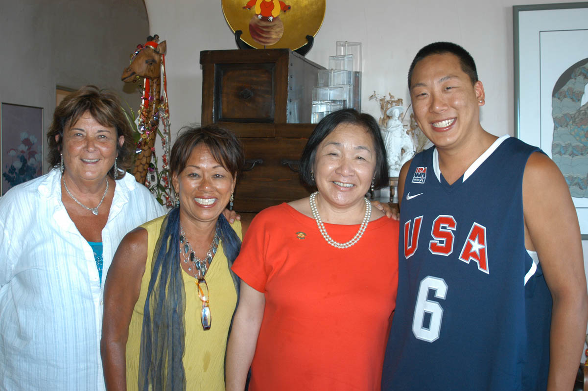 Left to right: Hosts Vana James, Chris Lim with Oakland Mayor Jean Quan, and Ross Lim.