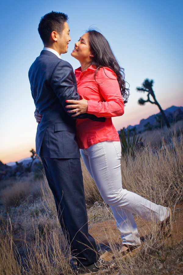 Joshua_Tree_National_Park_Engagement_Session_at_Sunset_023