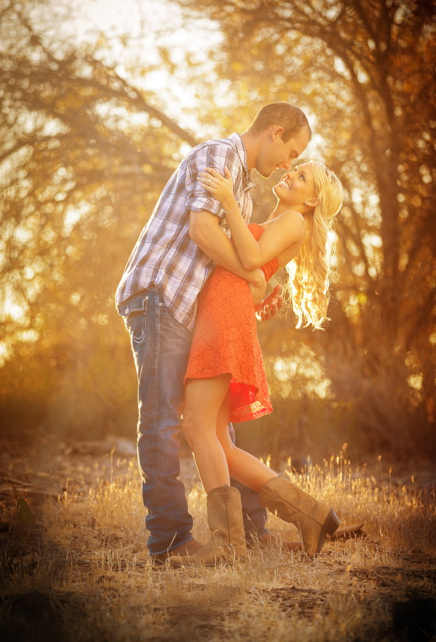 Peters_Canyon_Regional_Park_engagement_session_with_natural_light_at_sunset_001