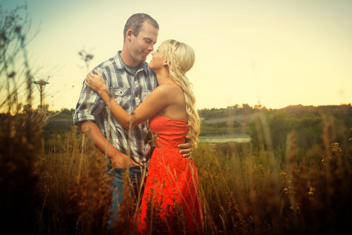 Peters_Canyon_Regional_Park_engagement_session_with_natural_light_at_sunset_008