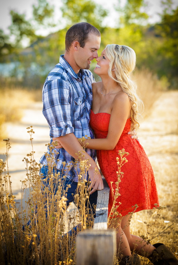 Peters_Canyon_Regional_Park_engagement_session_with_natural_light_at_sunset_009