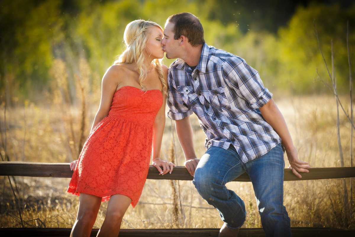Peters_Canyon_Regional_Park_engagement_session_with_natural_light_at_sunset_013