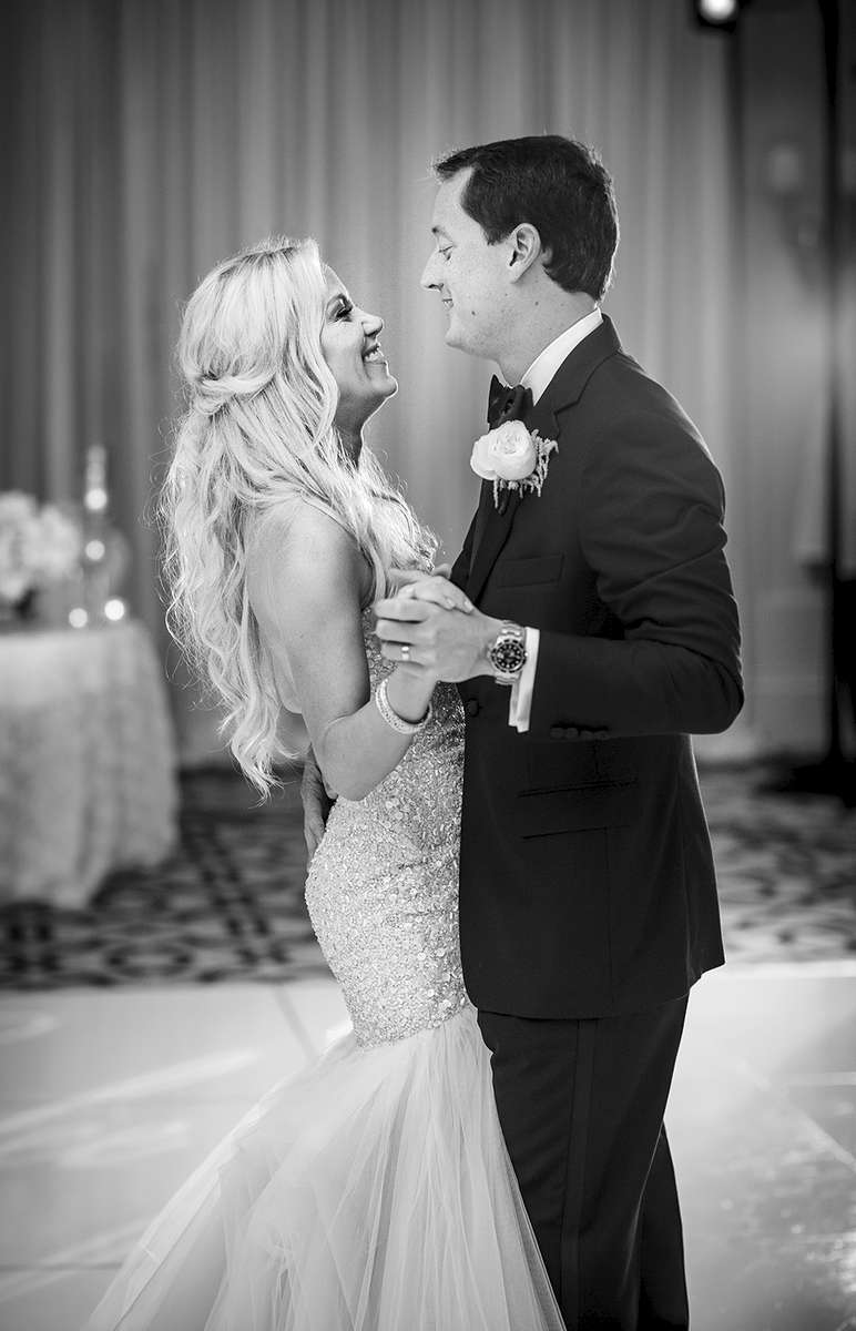 St-Regis-Black-and-White-first-dance-