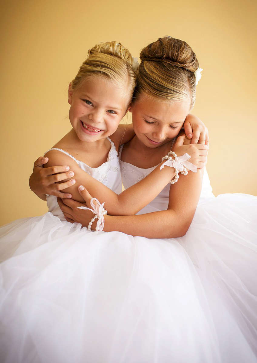 little-flower-girls-getting-ready