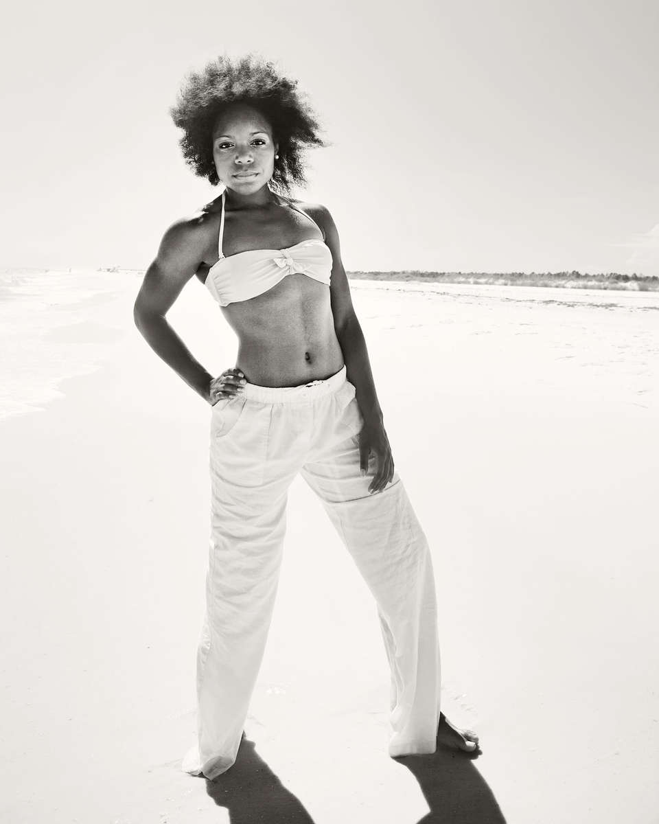 IMG_5723_edt_2014_white-pants_BW_crp
