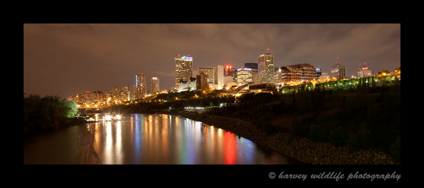 This picture of Edmonton was taken from a walking bridge downtown, Contact Me to order picures of Edmonton. I have many more images of edmonton, so feel free to call if you would like to see different Edmonton pictures.