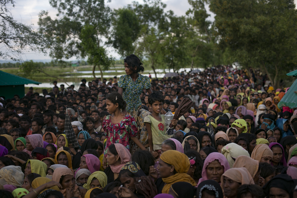 Recently arrived Rohingya refugees wait to receive aid donation