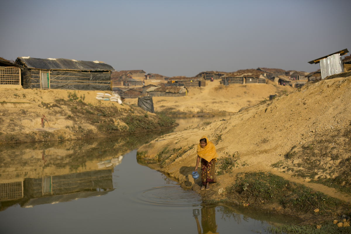 A woman gathers water in the Kutapalong Rohingya refugee camp