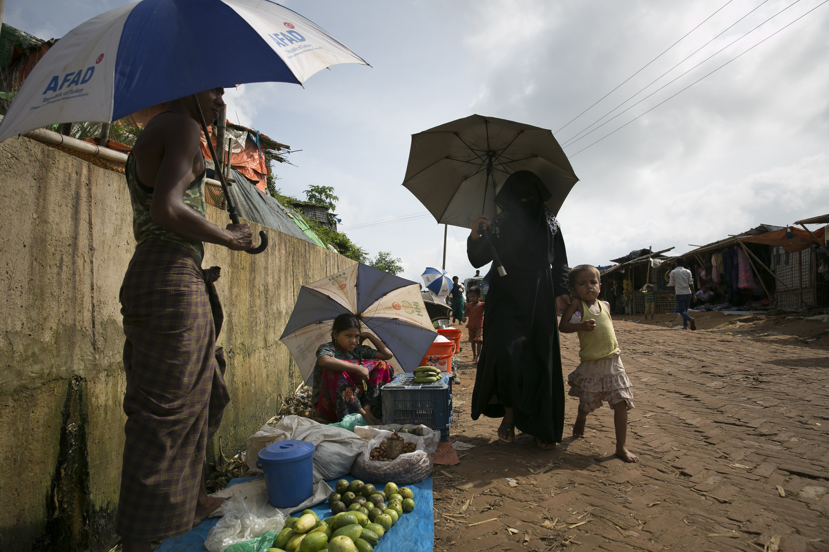 Vendors sell food in Kutupalong Rohingya refugee market