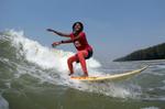 Johanara surfs