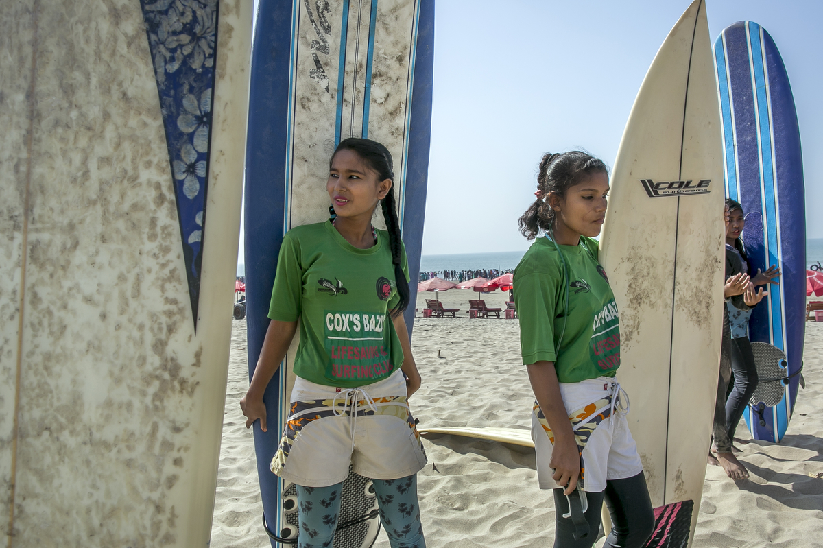 Sumi and Soma wait to surf