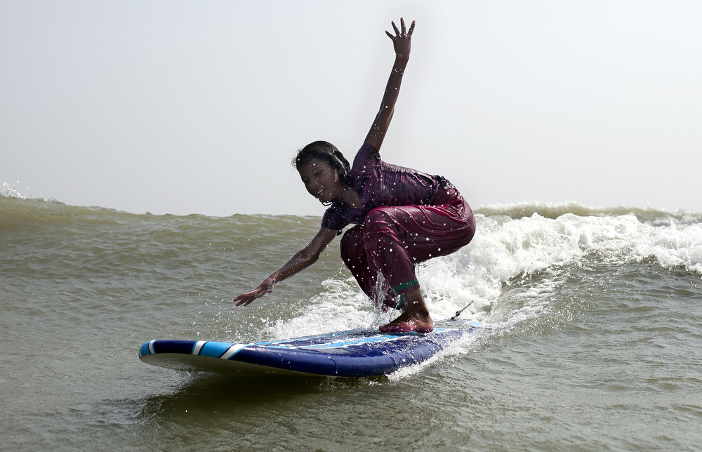 Rifa learns to surf